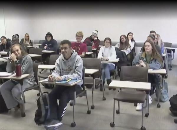 """""""Třesou se mi ruce"""": studentům bylo nabídnuto, aby se na týden vzdli chytrých telefonů. Obtížný experiment"""