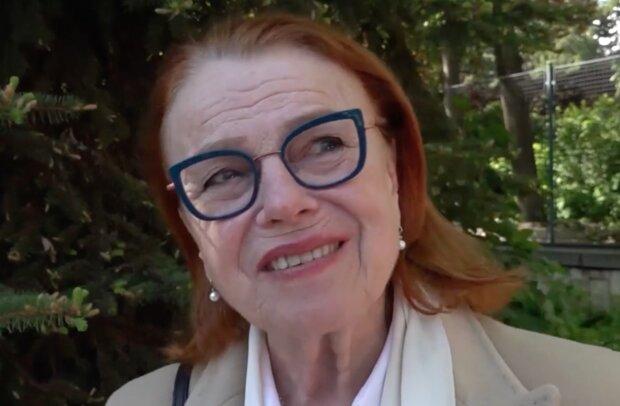 """""""Do zrcadla už se dívám raději bez brýlí"""": Iva Janžurová dnes slaví 80.narozeniny"""