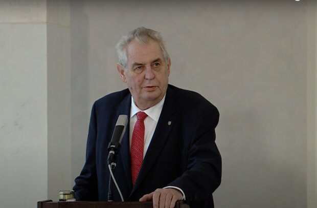 Miloš Zeman stále v nemocnici: Mluvčí Jiří Ovčáček reagoval na kritiku. Je známo, co řekl