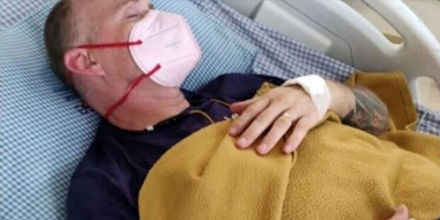 Jak vypadá smůla: po nakažení třemi viry Ian Jones se setkal s kobrou