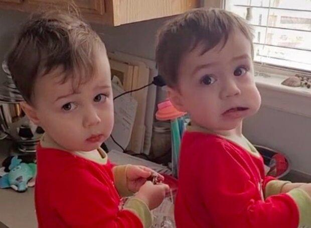 """""""Dvojité žerty"""": dvojčata se rozhodla sníst čokoládu, ale táta yachytil """"zločince na místě činu"""""""