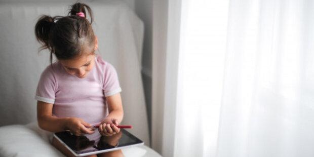 Otec dal dceři přístup k kartě, aby si koupila hru, a dívka utratila půl miliónu dolarů