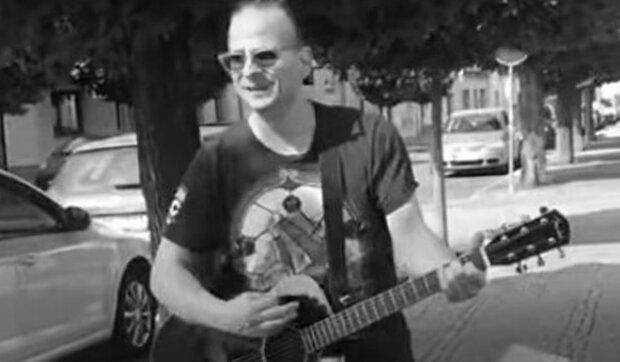 """""""Budiž ti země lehká, brácho"""": Přestalo bít srdce rockového zpěváka a kytaristy Honzy Štrupa. Co je známo o příčinách"""