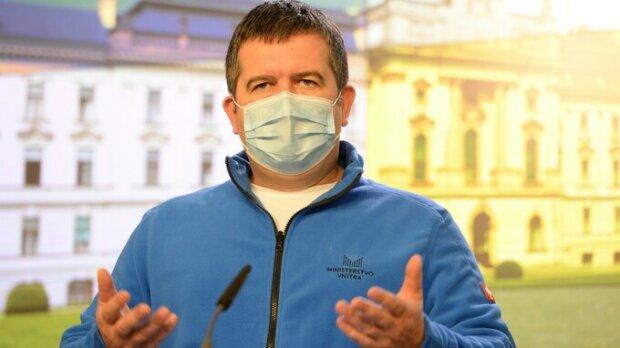 Ministr Jan Hamáček nastínil, jak by mohly vypadat letošní Vánoce. Rozhodne se na konci měsíce