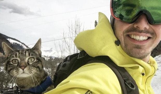 Před šesti lety žila tato kočka v útulku pro zvířata: Rémy Vicarini učil kočku skákat padákem a jezdit na kole