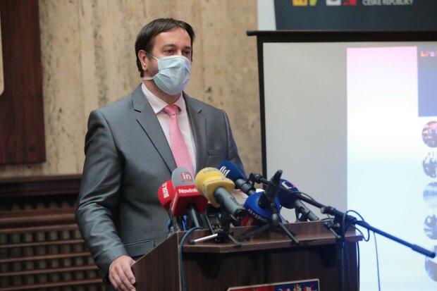 """Epidemiolog Rastislav Maďar odhalil, kdy muže nastat třetí vlna: """"Musíme být zodpovědní"""""""