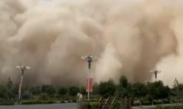 Písečná bouře zasáhla Čínu: Videa bouře připomíná záběry z fantastického filmu