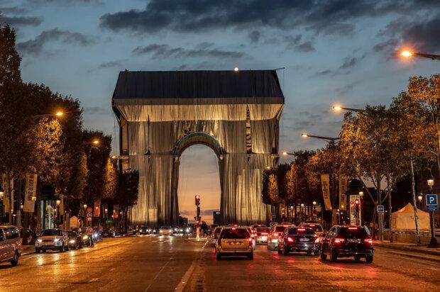 """""""Nemyslel jsem si, že se to někdy stane"""": V Paříži si splnili sen zesnulého umělce"""