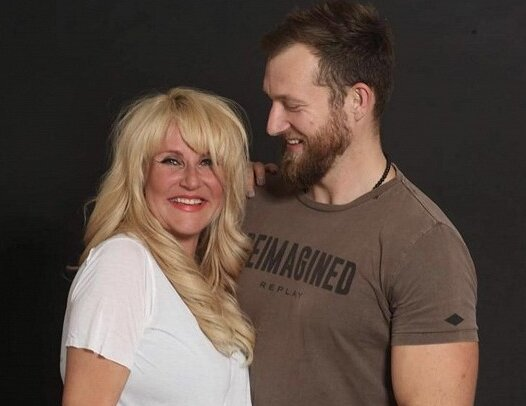 Tohle jsou její kluci: Vendula Pizingerová je z porodnice doma a pochlubila se dojemnou fotkou manžela se synkem
