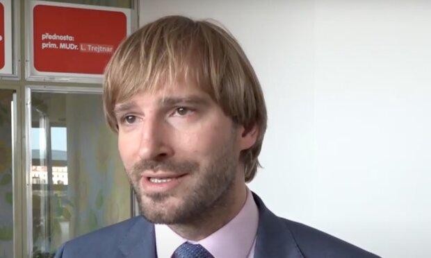 Roušky v období respiračních onemocnění navždy: Ministr zdravotnictví Adam Vojtěch řekl, jak by to mohlo být