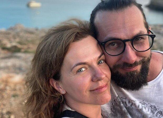 """""""Myslím si, že ta komunikace je hodně důležitá"""": Marta Jandová s manželem oslavili 7. výročí svatby. Zpěvačka prozradila recept na šťastný vztah"""
