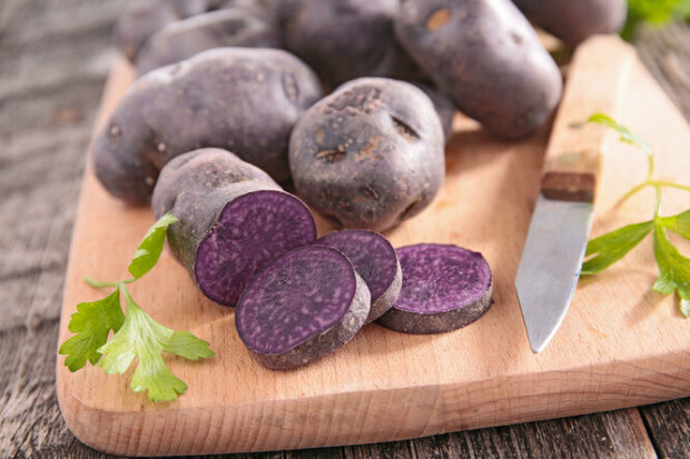 Recept na pochoutku z fialových brambor