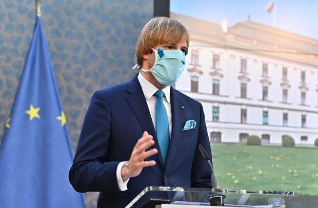 Ministr zdravotnictví Adam Vojtěch řekl, proč je očkování lidí starších 16 let v ohrožení