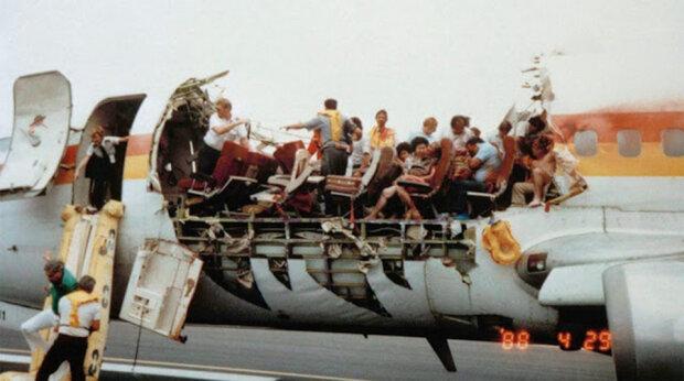 Utržená střecha: nouzové přistání letadla, jehož střecha byla náhle odtržená. Detaily