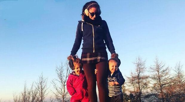 """""""Jsem matka samoživitelka se dvěma dětmi a mám jsem to velmi těžké"""": Proč Nicole Tierney našla pod dveřmi anonymně podstrčenou obálku s penězi"""