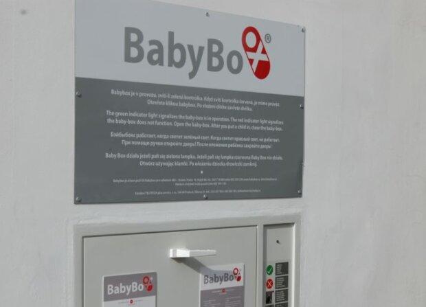Do babyboxu ve slánské nemocnici někdo odložil miminko: Holčička dostala krásné české jméno