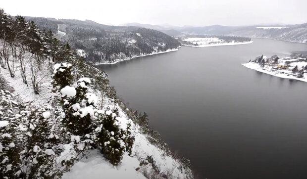 Vltava zamrzla, proměnila se v obrovské kluziště pro všechny obyvatele: staré fotky řeky v zimě
