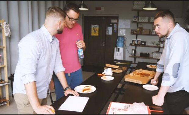 Rodina začala přijímat objednávky od pizzerie, která v inzerátu uvedla jejich telefonní číslo. Pomsta hodná potlesku