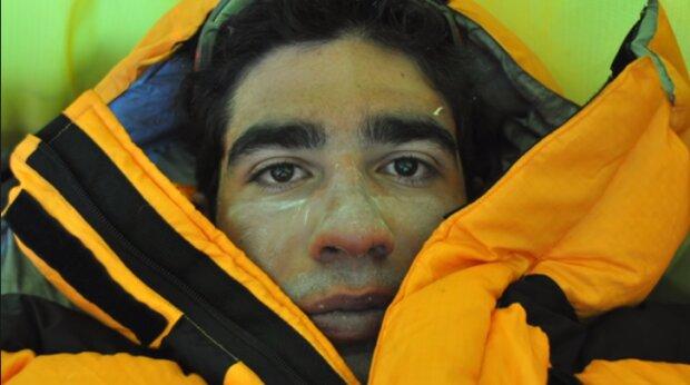 Izraelec Nadav Ben Jehuda, 300 metrů od vrcholu Everestu, se vzdal snu o dobytí nejvyššího vrcholu planety, aby zachránil tureckého horolezce