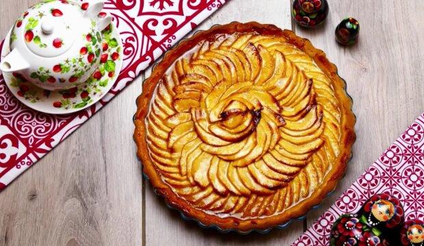 Jablečný koláč se skořicí. Foto: snímek obrazovky YouTube