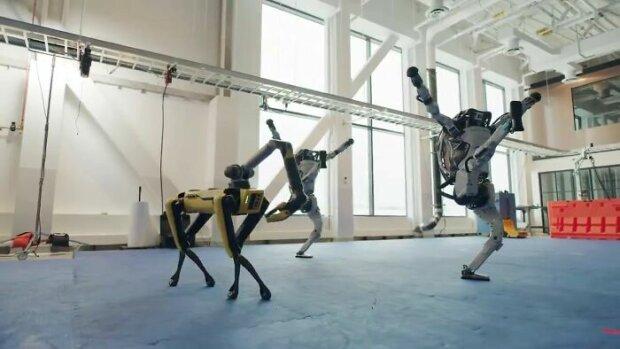 Zápalný tanec robotů: nejúžasnější video roku 2020