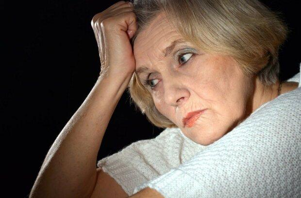 """""""Důchodci musí sedět doma"""": proč muž v obchodě urazil starší ženu, která nakupovala"""