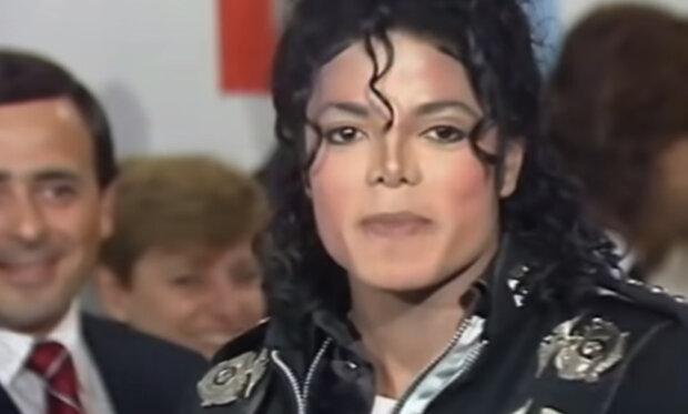 """""""V domě plném lidí je nejjednodušší cítit se osaměle"""":  Pravidla života Michaela Jacksona"""