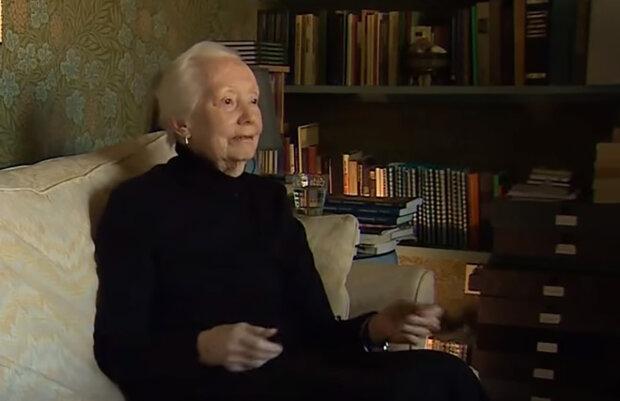 """""""Bylo to velmi nudné 12 měsíců"""": Proč se 99letá žena rozhodla vrátit se do práce v nemocnici"""