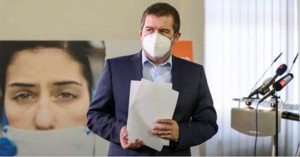 «Mám za sebou drobný kolaps, už toho bylo moc.» , - ministr vnitra Jan Hamáček prozradil, proč zkolaboval. Má k tomu několik důvodů