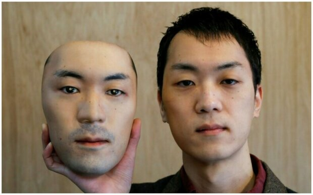 Noste tvář někoho jiného: muž vytvořil hyperrealistické masky, které lze použít pro transformaci