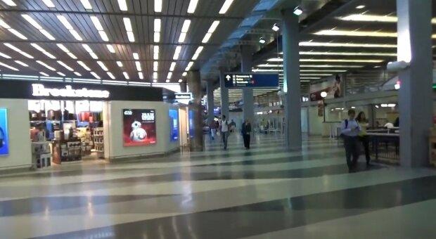 Strach donutil muže, aby žil tři měsíce na letišti a předstíral, že je zaměstnancem