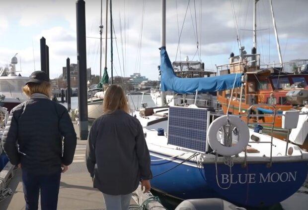 Miláčci si nechtěli brát hypotéku, tak se usadili ve staré lodi, kterou přeměnili k nepoznání