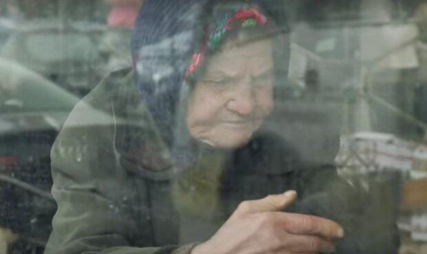 Babička. Foto: snímek obrazovky YouTube