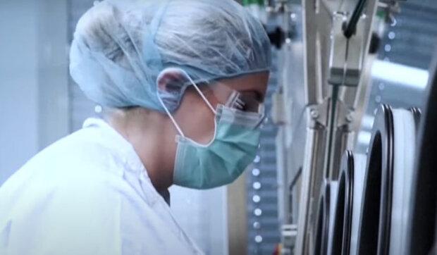 EU schválila aplikaci vakcíny Pfizer: První várka dorazí do Česka v nejbližších dnech