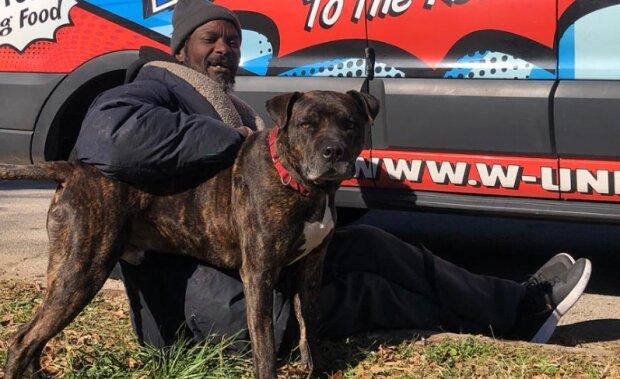 Bezdomovec Keith Walker riskoval svůj život, aby zachránil všechna zvířata z hořícího útulku