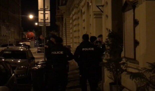 Porušení vládních nařízení. Foto: snímek obrazovky YouTube