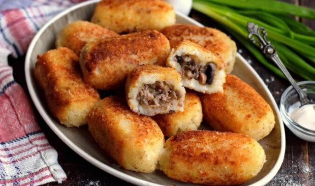 Bramborové rolky s mletým masem a houbami: jednoduchý recept, který si zaslouží být v jídelním lístku jakékoliv restaurace