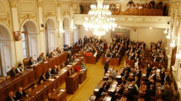 Senát navrhl přidělit OSVČ více peněz