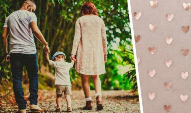 Syn ukázal fotografii rodiny pořízenou o 30 let později: lidé si uvědomili, že maminka stárne v opačném směru