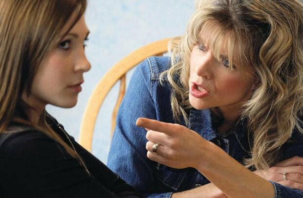 """""""Není mi deset let, ani dvacet. Ale moje matka stále strká nos do všech mých záležitostí a příjmů"""""""