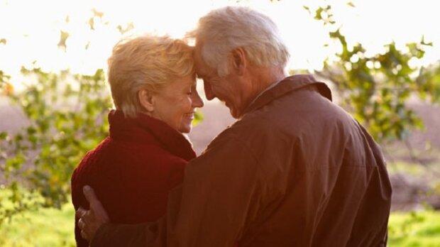 Celý život jsme žili s manželem skromně, jako všichni ostatní. Ve své závěti požádal, aby nahlédla do bankovní schránky