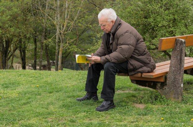 Děda svého vnuka neviděl tak dlouho, že musel něco vymyslet. Předstíral, že je pacient, a vzal talon